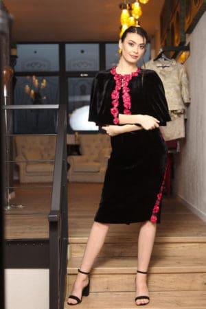 Rochie cu capă din catifea negară