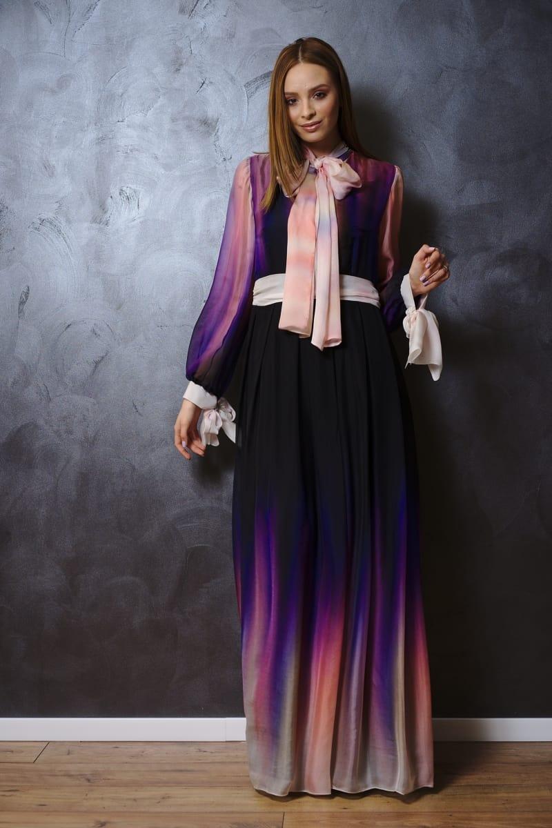 Rochia lungă din voal de mătase