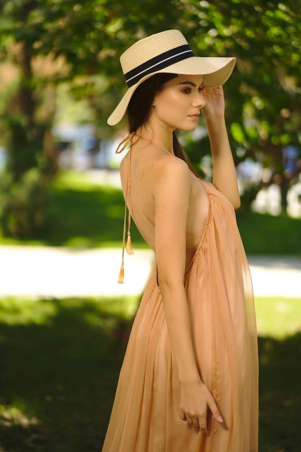 Rochie asimetrică din muselină nude
